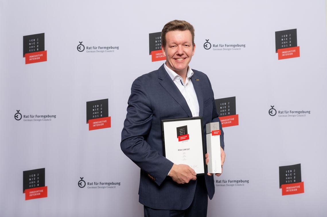 Objektberater Timothy Winkelhag bei der Preisverleihung der ICONIC AWARDS 2020: Innovative Interior für die MSW Comfort in Köln