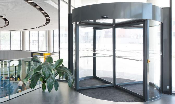 Веб-сайт, вид продукту «карусельні двері» TSA 325 NT автоматичний TSA 325 NT автоматичні, ÖAMTC, зображення продукту «карусельні двері» на веб-сайті