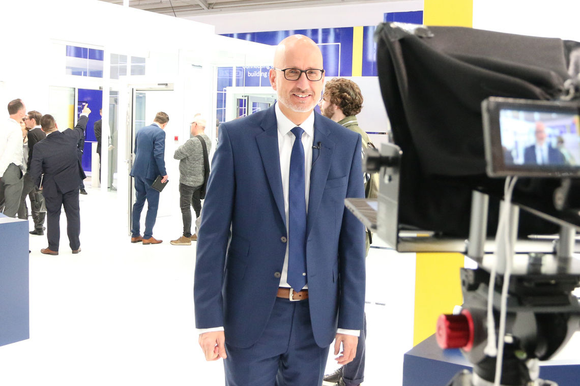 The benefits of attending in person at a trade fair despite digitalization. Our Pre-sales Manager Peter Rürup reveals all.