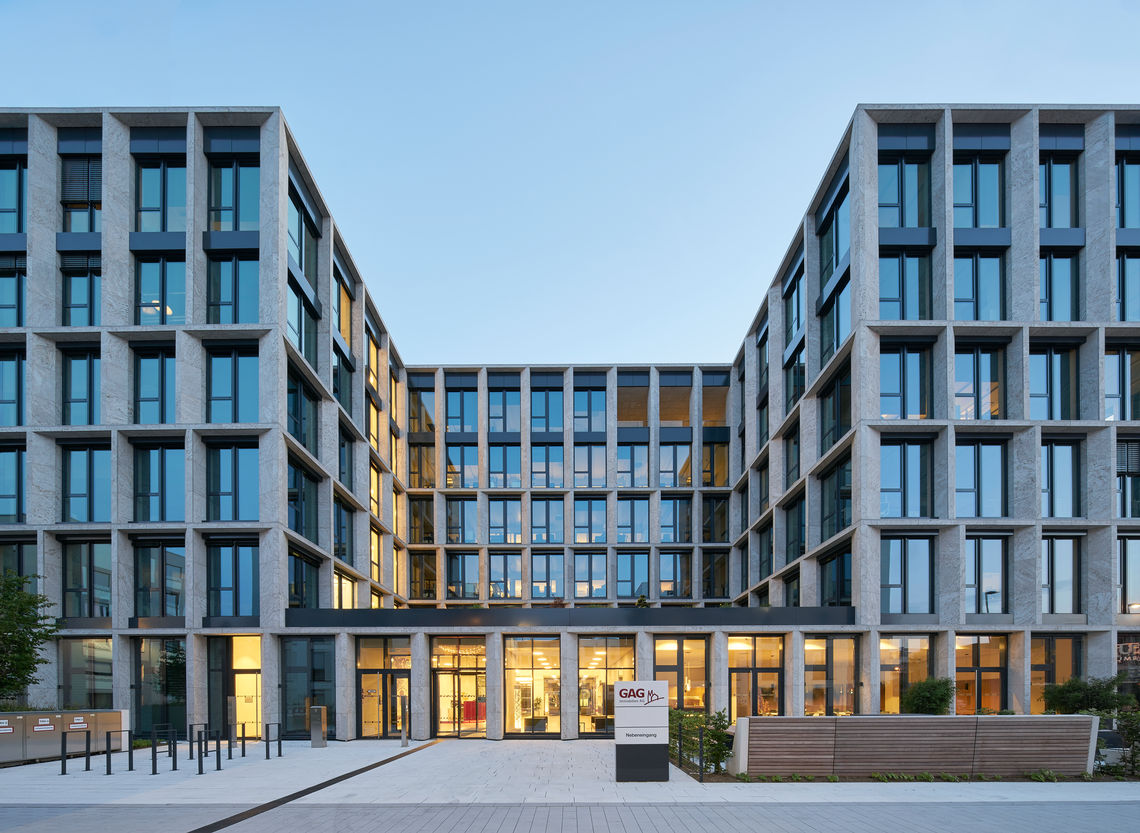 Successful integration: GEZE Cockpit with BACnet ensures successful networking with the Priva building management system at GAG's headquarters in Cologne – and thus greater efficiency, safety and convenience.