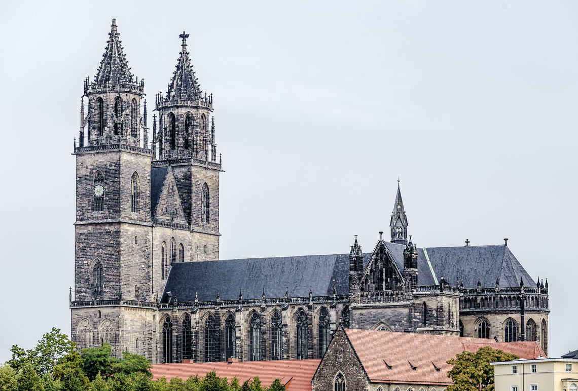 Even in protected historical buildings, modern fire protection is possible: GEZE is fitting Magdeburg Cathedral with special hold-open systems as well as wireless extensions and wireless smoke detectors.