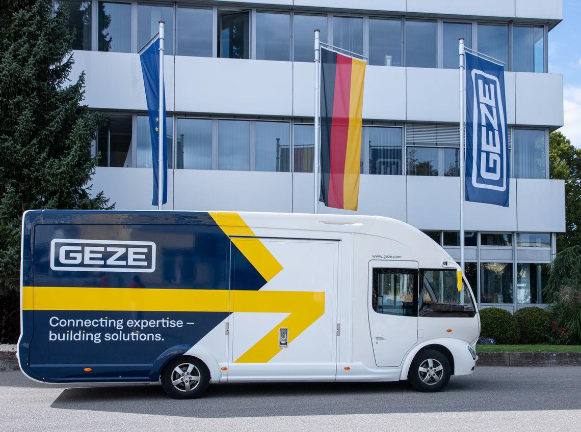 Wij heten u van harte welkom in onze GEZE showbus. Beleef GEZE-producten uit de sectoren van deur-, raam- en veiligheidstechniek.