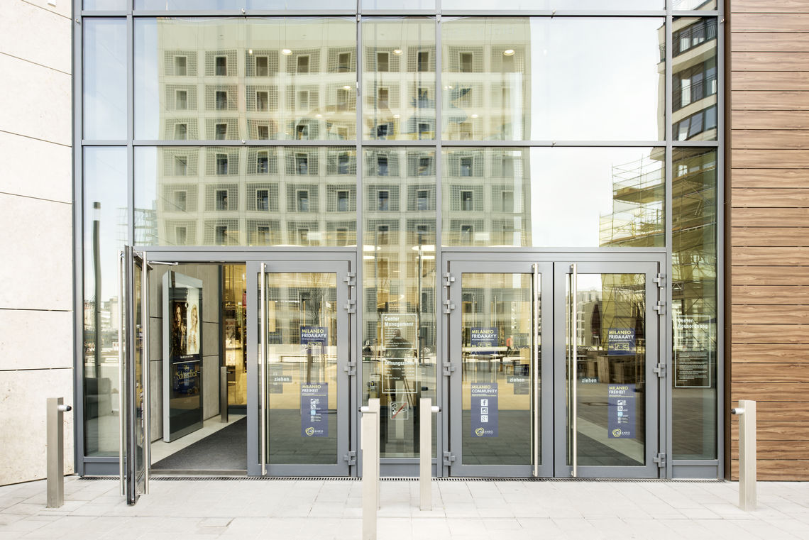 GEZE supports energy saving with its effective solutions and products. For example, our automatic swing doors improve the energy footprint of buildings through reliable closing – as seen in the new Milaneo shopping center in Stuttgart.
