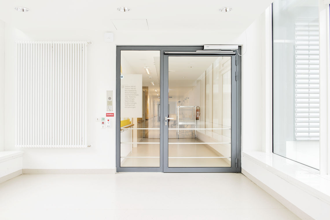 Door planning is complex - after all, a wide variety of demands must be taken into account. Because of this, it is not always clear what type of door offers the optimal solution. We help you to keep track of the technical planning of doors.
