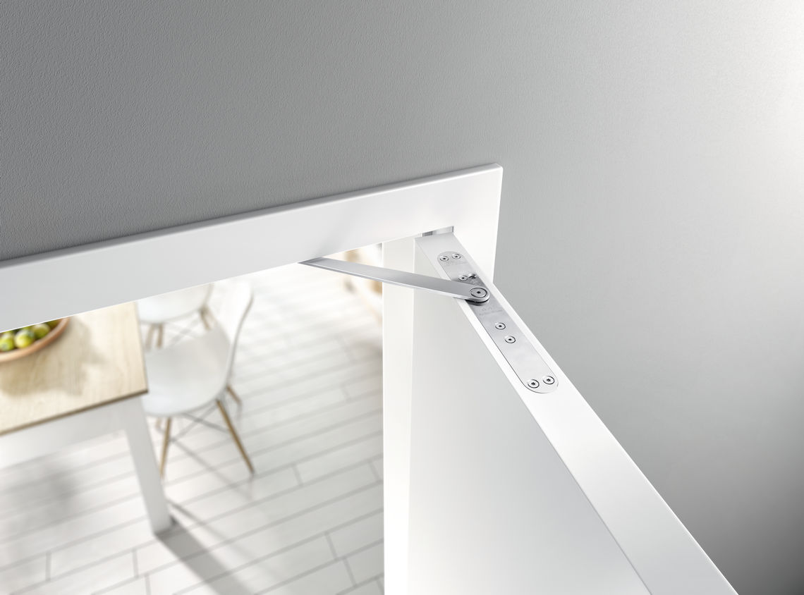 Slamming doors, or doors that are hard to open, are a thing of the past in the 'BEHANDELBAR 3.0' physiotherapy practice where the smart GEZE ActiveStop door damper combines accessibility with silent ease of access.