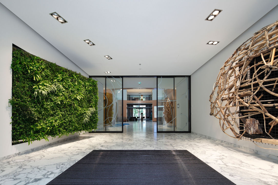 An environment that promotes good health – that's precisely the purpose the relatively new specialist field of 'healing architecture' serves. Automatic doors and windows which meet a wide range of demands are a crucial factor in the success of this approach.