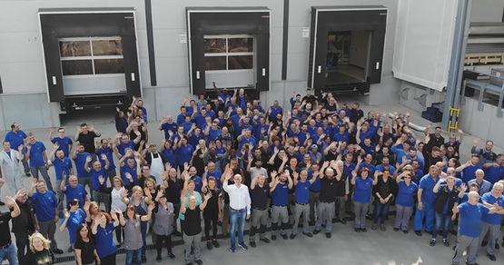 [Translate to English:] Die GEZE Mitarbeiter in Leonberg gratulieren zu den Jubiläen, die 2018 in 8 weltweiten Tochtergesellschaften gefeiert werden