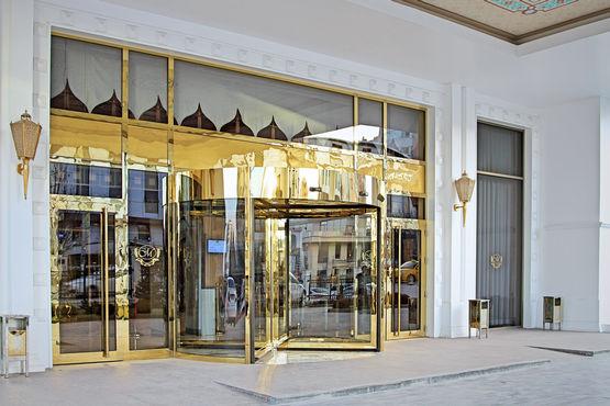 Automatyczne drzwi karuzelowe GEZE TSA 355 whotelu Meyra Palace wAnkarze