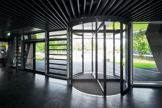 "TSA 325 automatic revolving door from GEZE in the ""ESO Supernova"" planetarium in Garching / Munich"