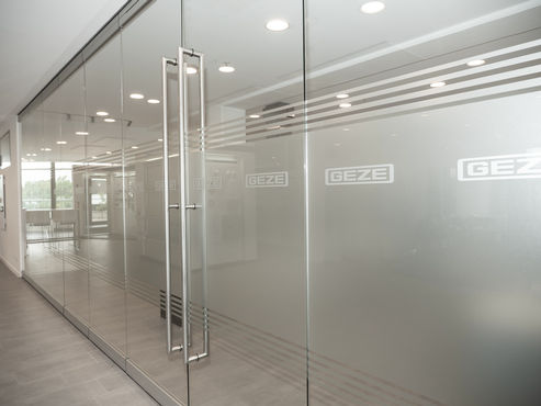 MSW Comfort all-glass unit closed