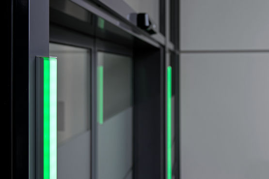 Automatic doors can be easily retrofitted with the GEZE Counter admission control system
