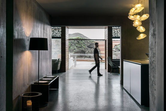 Seamless transitions: GEZE door technology connects indoor and outdoor spaces.
