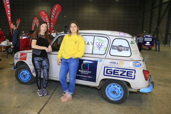 Students Maud and Laeticia with their Renault 4L, supported by GEZE France, before the start of the 4L Trophy.