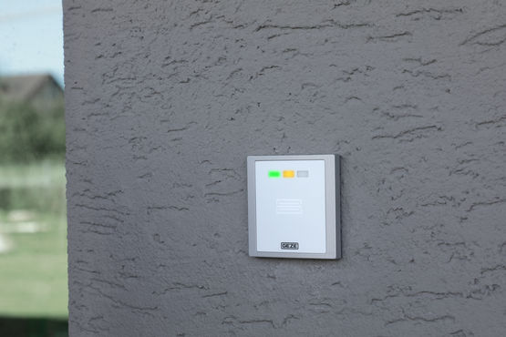 GCVR 800 UP reader for the GEZE INAC access control system, installed on the external wall of Rheinhausen primary school.