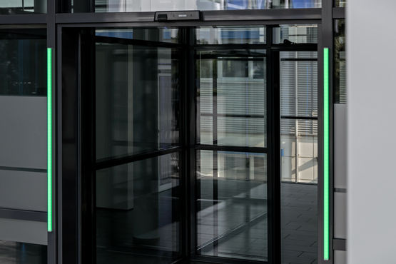 Automatic door with the GEZE Counter admission control system