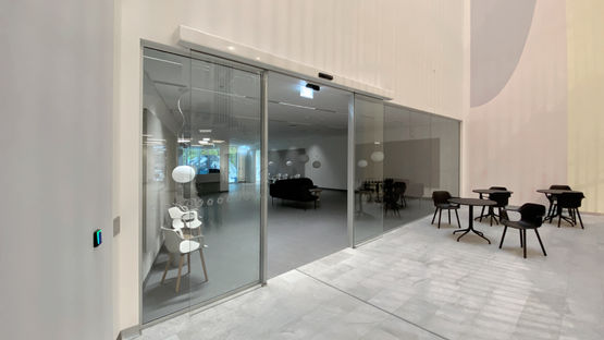 The GEZE ECdrive sliding door system in the entrance area of Rigshospitalet, Copenhagen.