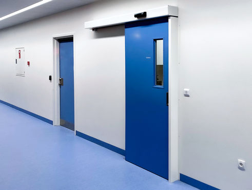 GEZE ECdrive with contactless GC306 proximity switches ensures hygienic access to operating theatres and patient rooms.