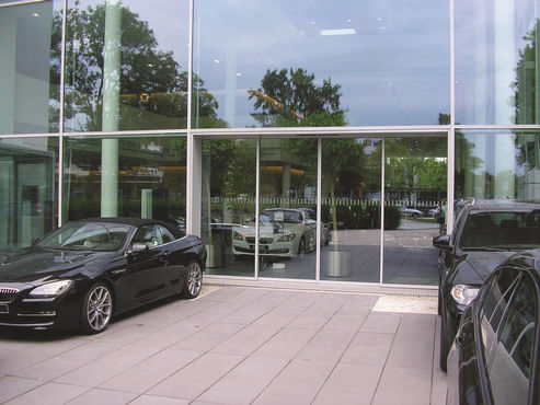GEZE telescopic door in the glass façade of the BMW Munich dealership. Photo: GEZE GmbH