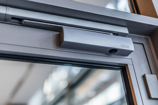 Detailed close-up of GEZE TS 5000 door closer.