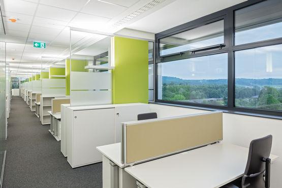 Großraumbüros sorgen für flexible Arbeitsplätze und kurze Kommunikationswege.
