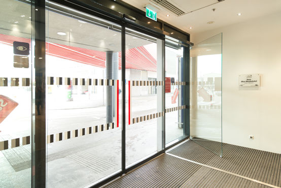 GEZE door systems for universal access and preventive fire protection. Photo: Sigrid Rauchdobler for GEZE GmbH