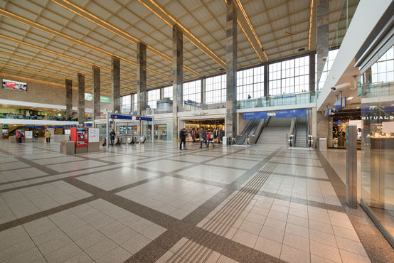 The large concourse at the Vienna West train station. Photo: Sigrid Rauchdobler for GEZE GmbH