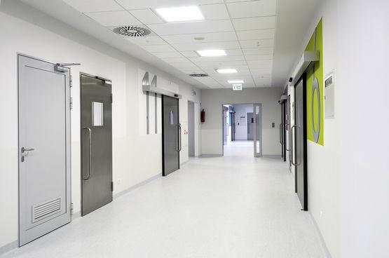 Gang vor den OP Räumen im Children's memorial Health Institute