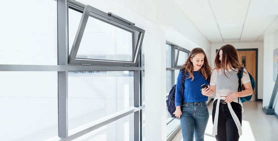 Natural ventilation systems with motor-operated windows ensure a healthy and hygienic indoor climate.