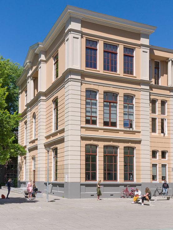 Gelungene Kombination: Moderne Slimchain Fenstersysteme und historische Architektur