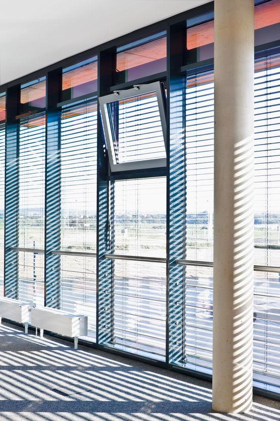 Automatisierte kraftbetätigte Fenster.