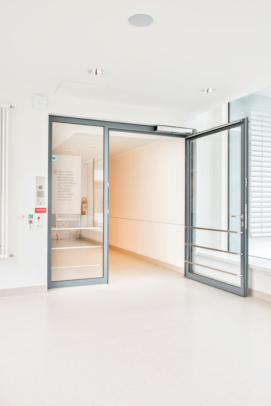 Accessible entrances: Slimdrive EMD swing door systems open by elbow switch or movement detectors. Photo: Jürgen Pollak for GEZE GmbH