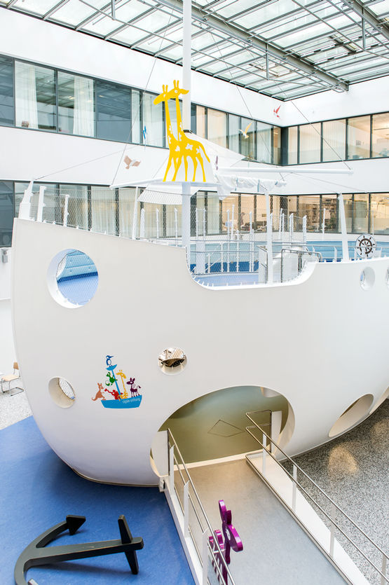 "The ""Ark"" at the Stuttgart Clinic: inviting and playful"