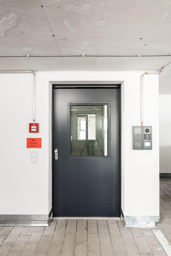 Yangından koruma kapıları tesislerin yangından korunmasında en önemli bileşenlerden bazılarıdır.