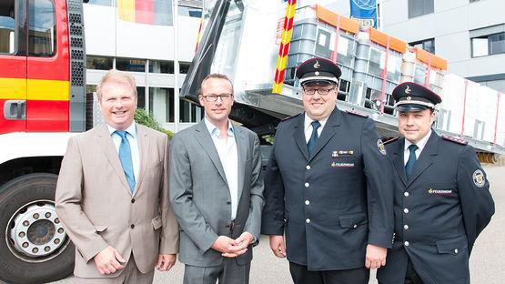 Die Übergabe des neuen Abrollbehälters für Sonderlöschmittel fand am 3. August 2016 auf dem GEZE Firmengelände in Leonberg statt.