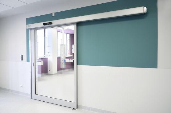 Barrier-free sliding door in the Children's Memorial Health Institute.