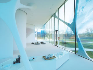 Porta de vidro inteiro de duas folhas no Leonardo Glass Cube, vista exterior. Foto: MM Fotowerbung para a GEZE GmbH