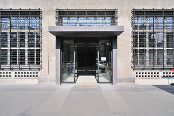 Vestibule with automatic sliding doors in Sihlpost entrance area, exterior view. Photo: PICTURE CREDITS to be clarified!