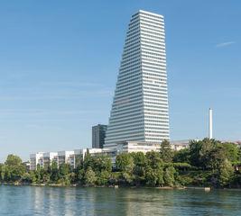 Außenansicht Roche Tower in Basel.