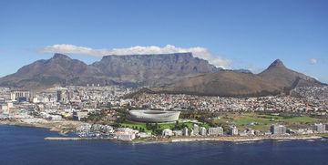 Küste von Kapstadt mit Cape Town Stadium.