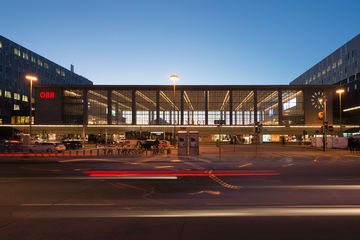 Contemporary architecture and technology: BahnhofCity Vienna West. Photo: Sigrid Rauchdobler for GEZE GmbH