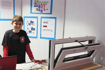 """Congratulations from GEZE: Nick Pfeiffer honoured in """"Jugend forscht"""" (Youth researches) state competition"""