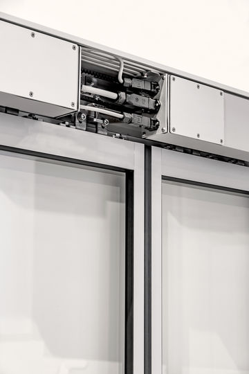 Resistant drive for automating sliding doors in damp or corrosive environments.