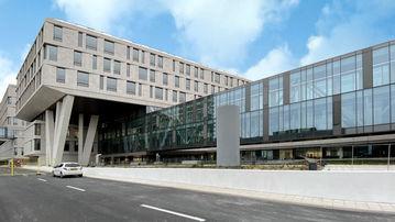 Im Rigshospitalet in Kopenhagen stehen die Patienten an erster Stelle. Automatische Türsysteme von GEZE sorgen für Komfort und Hygiene.
