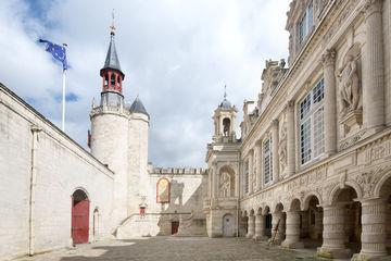 Der Innenhof im Stil der Gotik und Renaissance