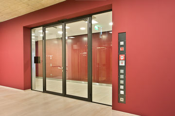 Swing door drive with activation devices at the Kreissparkasse Ludwigsburg (form of bank)