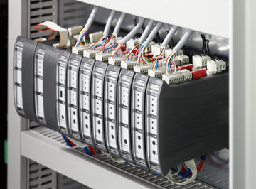 Central control unit for smoke and heat extraction systems