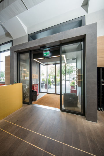 Vestibule entrance to the Piu restaurant, from interior. Photo: Lorenz Frey for GEZE GmbH
