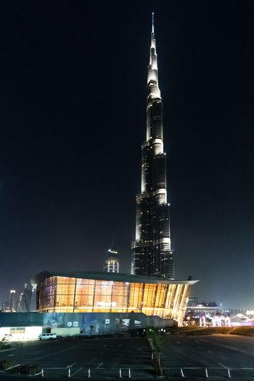 Außenansicht, bei Nacht, Opera House, Dubai