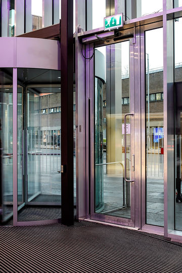 Automatic swing door with Slimdrive EMD-F drive.