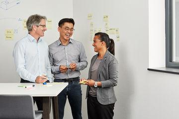 [Translate to English:] Jedes Patent, das GEZE anmeldet, entsteht aus einer einzigartigen Idee. Wir bieten unseren Entwicklern kreative Räume und setzen auf agile Methoden, um Erfindergeist in Produkte zu verwandeln.